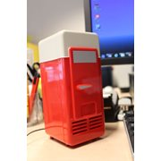 United Entertainment USB Bureau Koelkast met LED Lampje - Rood